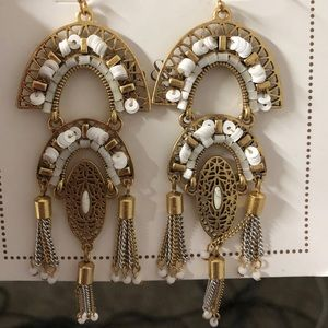 NWOT Stella and Dot gold earrings